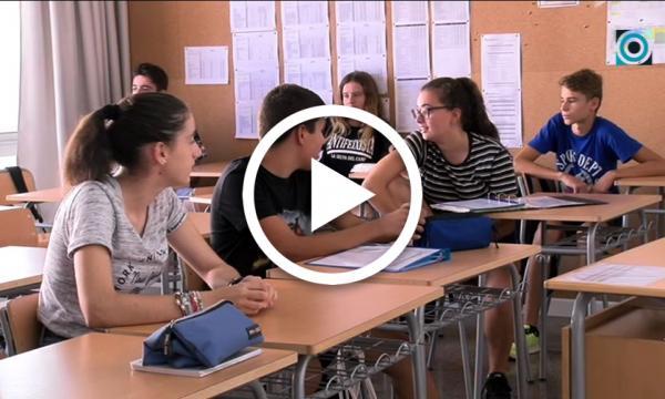 Els alumnes de l'institut donen el tret de sortida a un nou curs acadèmic