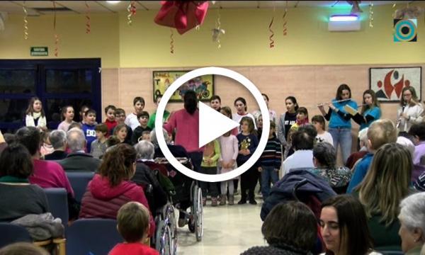 Les corals infantils porten el Nadal a la Residència el Vilar i als carrers del municipi