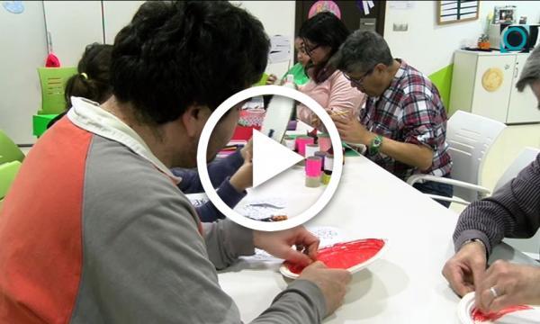 Els joves de l'Alzina mostren el seu potencial creatiu fabricant titelles amb materials reutilitzables