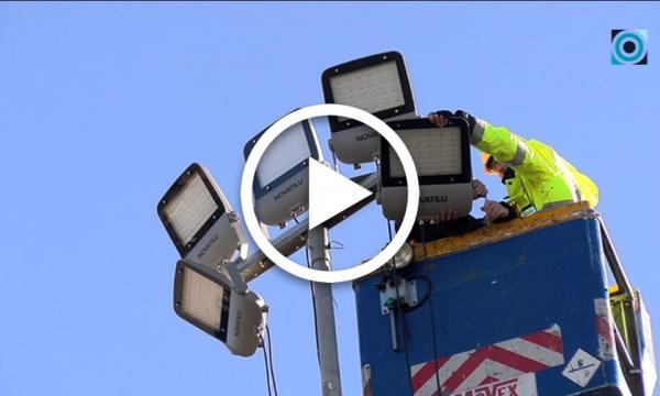 L'Àrea d'Obres Públiques canvia la il·luminació de les sis torres del camp de futbol per LED